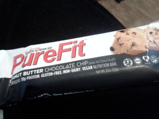 Peanut butter & chocolate chipe bar by Pure Fit